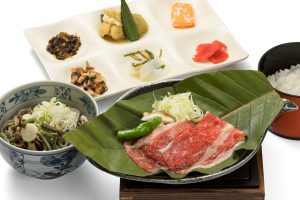 Hida beef set (served on a magnolia leaf with grilled miso and onion)