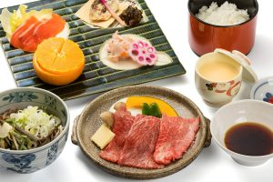 Hida beef set (grilled on a ceramic plate)