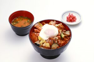 Stir-fried chicken rice bowl