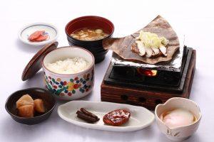 朝食朴葉味噌定食