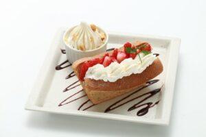 Tea chiffon cake with strawberry