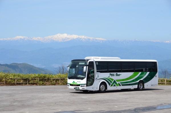 白山とバス
