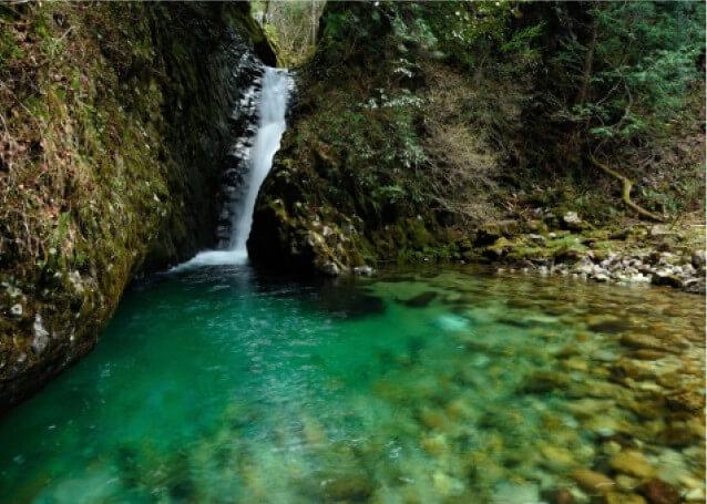 Hida-osaka Falls with guide