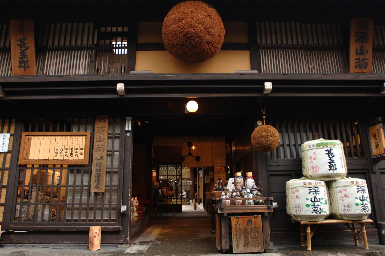 Sake and Sukiyaki Dinner Night Walk