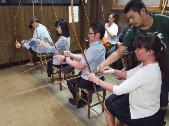 Hida Takayama Izakaya-hopping and Bow and arrow experience