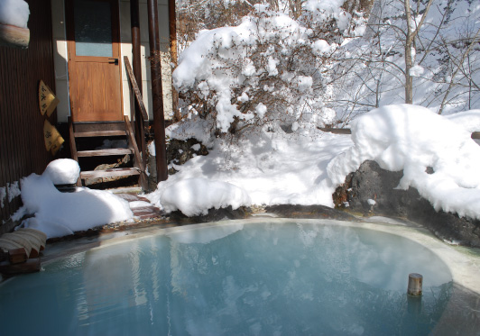 Day trip to Shirahone Onsen    Fully private hot spring with specialty onsen hot pot lunch