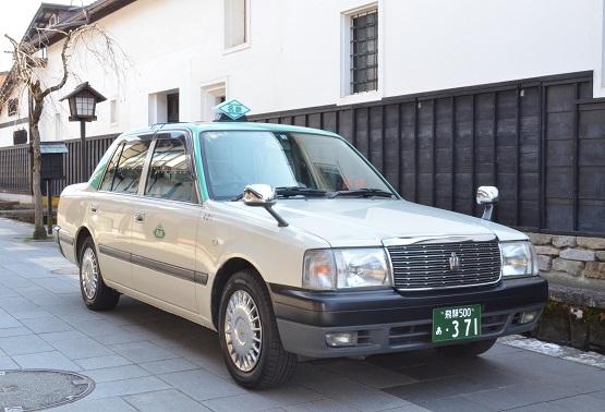 中型車(4人乗り)